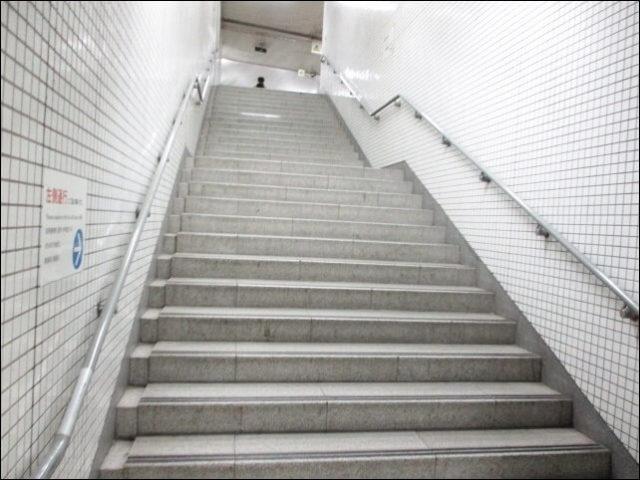 階段を上まで上る