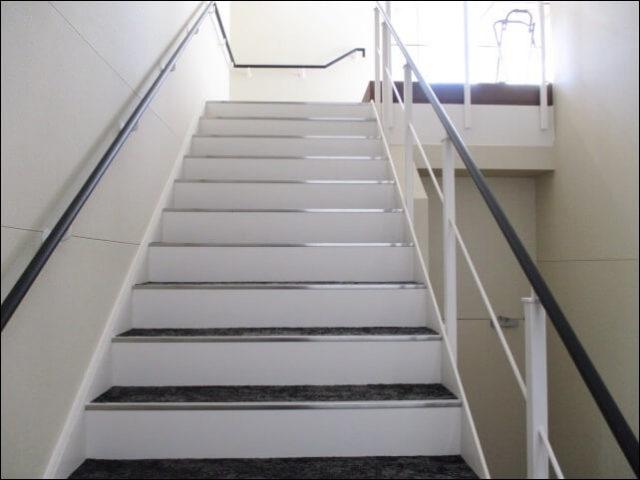 屋上へ行く階段二つ目