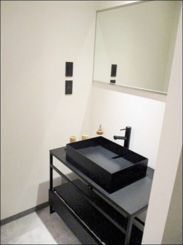 アエルルームの落ち着きのある洗面所
