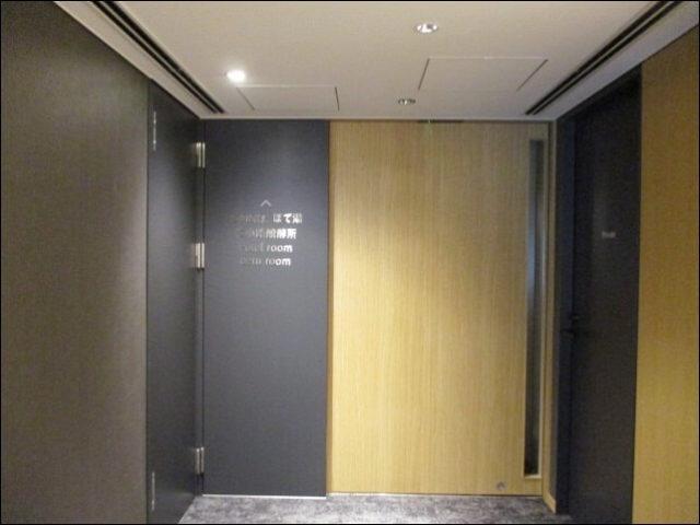 ポテルの壁みたいな連絡通路の扉