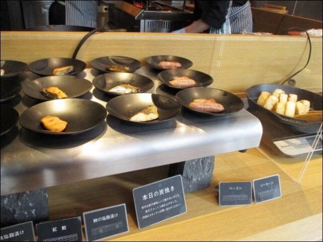 ポテルレストランの炭焼きお魚とウインナー