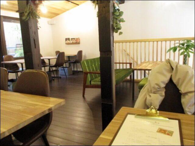 【モノモノカフェ】明るく、落ち着ける店内