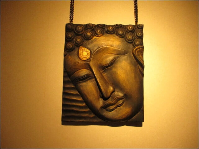 壁に飾ってあるタイの民芸品