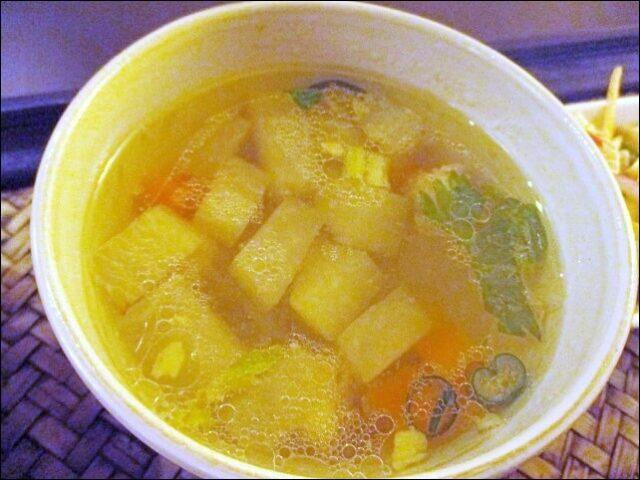 【タイ料理チャンノイ】のランチセットのスープ