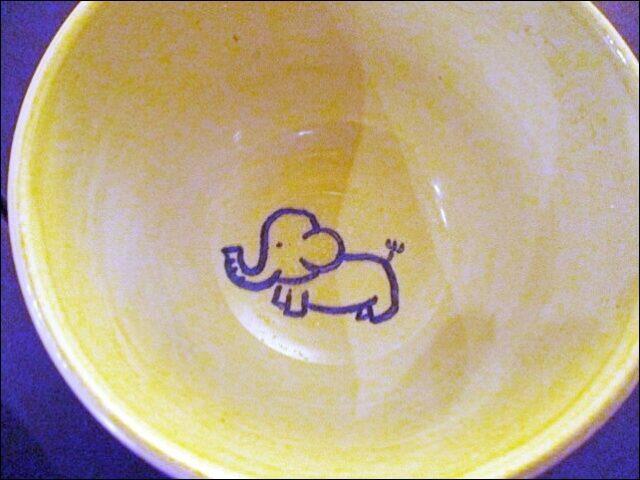 スープの器は小象の絵柄