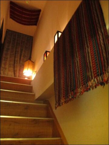 階段を上ると、こちらもタイを感じるランプがいくつも並んでいました