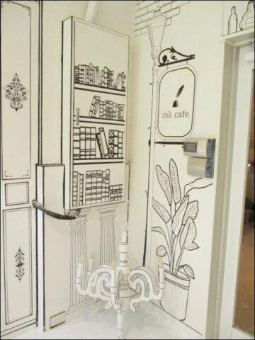 インクカフェのモノクロ世界の本棚