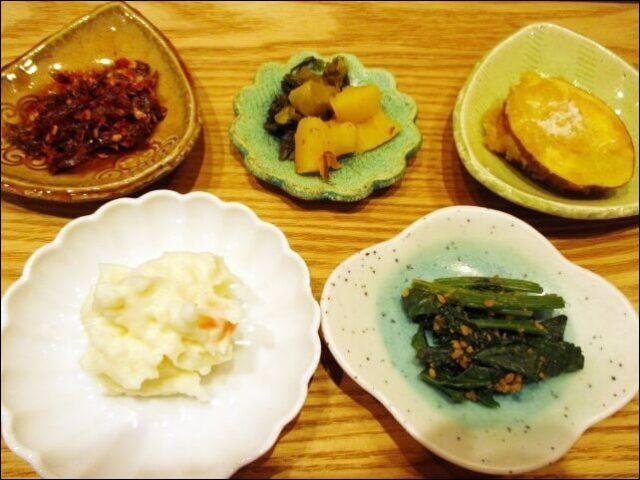 コトワリの<3種丼プレート>おばんざい5種類