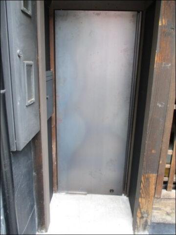 外から見た、すがりの隠し扉