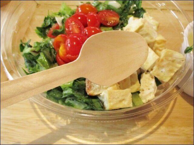 一汁一菜のサラダで使う木のスプーン